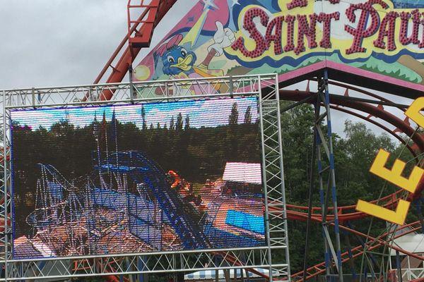 """Le manège """"Formule 1"""" est une attraction de type montagne russe. Elle avait été validée par les experts avant l'ouverture du parc, le 6 juin dernier."""