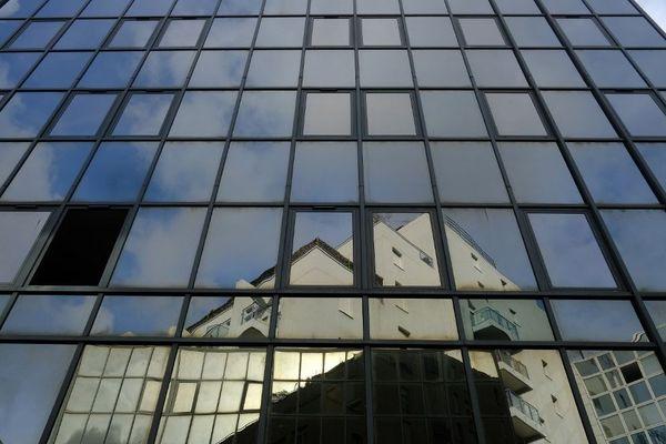 Reflets de bâtiments, centre ville de Toulouse.