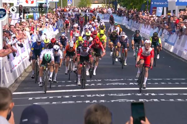 Au terme des 198 kilomètres, Elia Viviani a remporté le 88e Grand Prix de Fourmies.