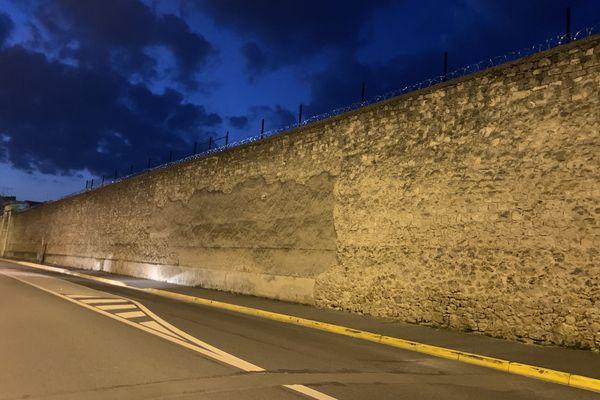 Derrière les murs de la prison de Reims se trouvent 139 détenus le 8 avril 2020.