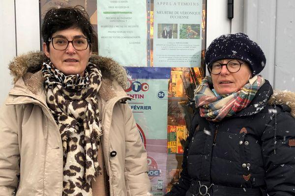 Patricia et Brigitte Duchesne ont apposé un appel à témoin sur la vitrine du bar où leur sœur a été vue la dernière fois