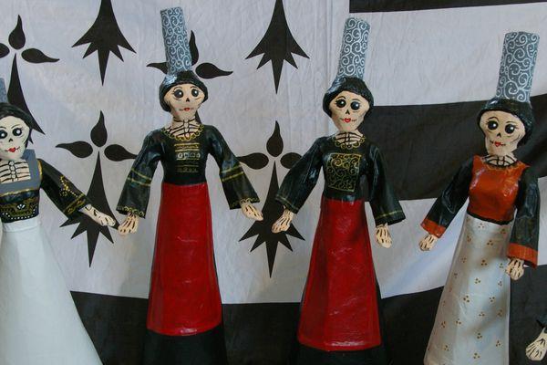 """Gabriela Diaz habille ses """"Catrinas"""" avec les costumes traditionnels bretons"""