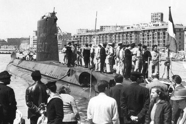 """Photo prise dans la seconde moitié des années 60 montrant le submersible """"Minerve"""" à quai dans le vieux port de Marseille. Le """"Minerve"""" disparut, avec ses 52 hommes d'équipage, le 27 janvier 1968 au large de Toulon."""
