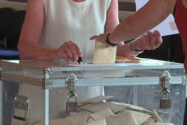 Urne de vote lors du second tour des élections municipales 2020