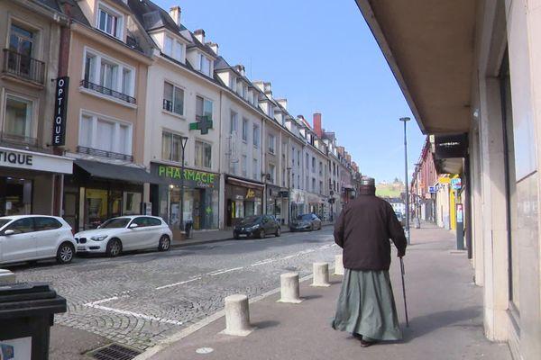 Une rue du centre-ville d'Evreux le 17 mars 2020