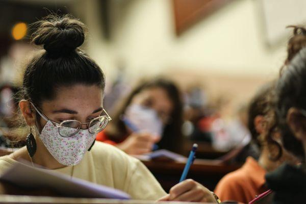 Les universités rouvriront février 2021.