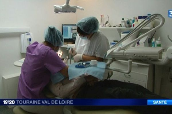 La clinique dentaire Blaise Pascal à Tours pratique des tarifs deux à trois fois moins cher que ceux affichés habituellement par la profession.