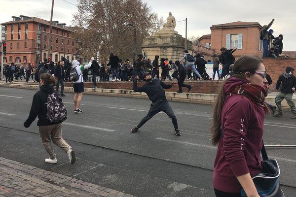 affrontements entre jeunes et forces de l'ordre jeudi 6 décembre à Toulouse