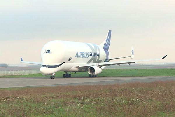 Le Beluga XL d'Airbus à l'aéroport d'Albert Picardie