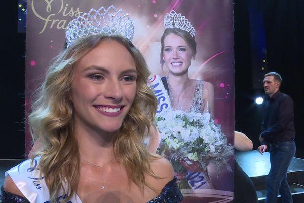 Julie Cretin originaire du Doubs a été sacrée miss Franche-Comté 2021 samedi 11 septembre à Dole.