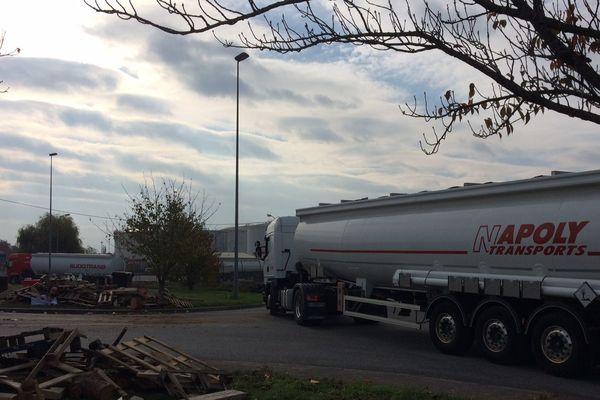 Les camions peuvent à nouveau pénétrer dans le dépôt.