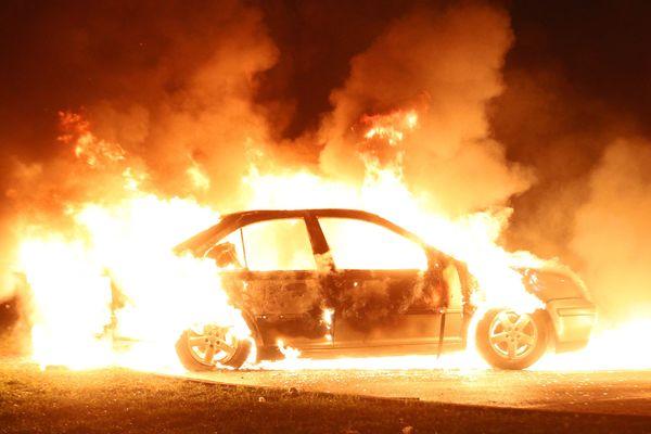 Une voiture incendiée à la Meinau le 1er janvier 2018.