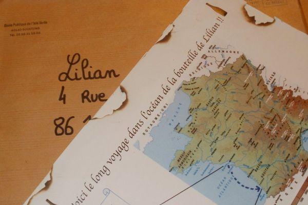 Le courrier des élèves de Soustons envoyé à Lilian dans la Vienne avec cet carte pour montrer le périple de la bouteille.