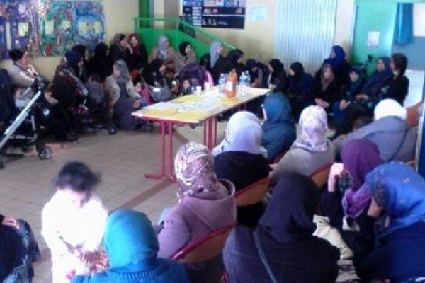 Des parents d'élèves occupent l'école Geneviève-Bon du quartier du Petit Bard à Montpellier - 16 février 2015