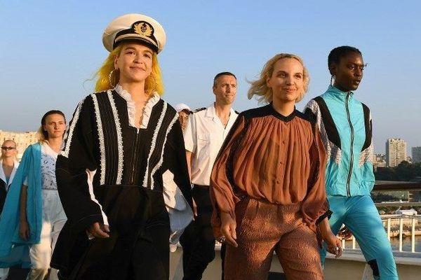 Les mannequins se sont succédés pour présenter la collection de Christelle Kocher de la marque Koché sur le pont du Danielle Casanova
