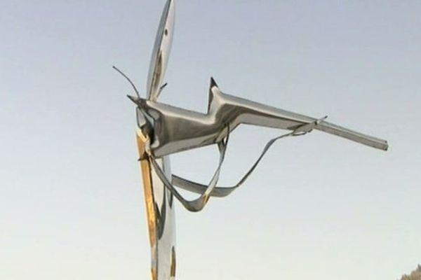 La sculpture symbolisant une biathlète