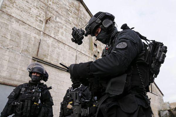 Le RAID a interpellé 9 membres d'une même famille organisés en réseau criminel et opérant dans les transports en commun lyonnais lundi 11 janvier.