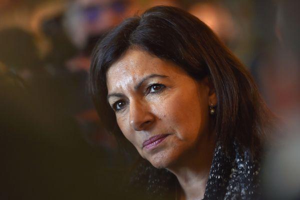 """La maire de Paris, Anne Hidalgo, porte un projet de construction de tours dites """"écologiques"""" dans le quartier de Bercy-Charenton."""
