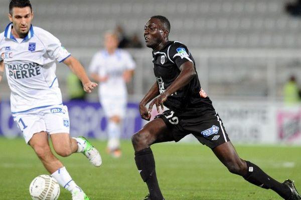 A gauche, Malik Couturier la saison passée sous les couleurs du Angers SCO