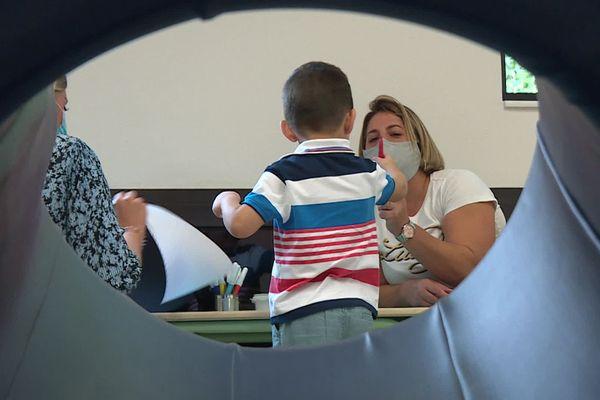 Cette classe spécialisée permet l'accueil de 7 enfants souffrant de troubles autistiques.