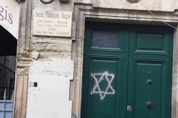 L'étoile était un marqueur utilisé par les Nazis pendant la Seconde guerre mondiale pour identifier les Juifs.