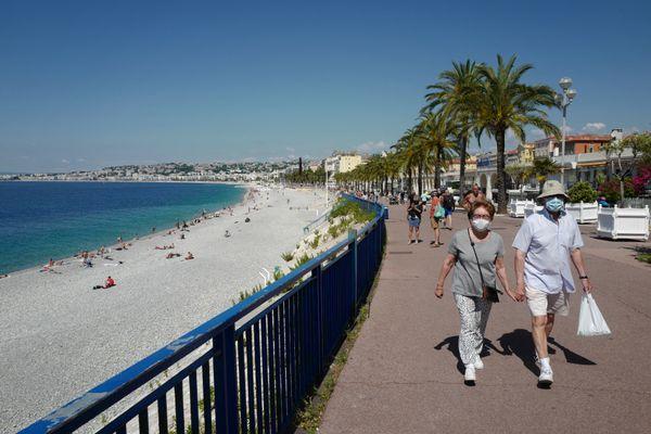 L'obligation du port du masque pourra être levée dès ce lundi sur le littoral azuréen.