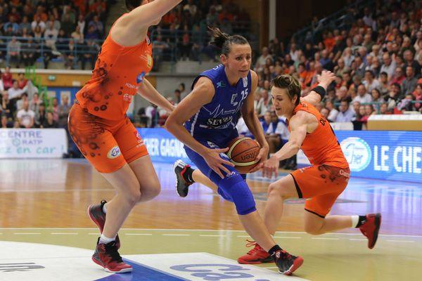 Lors de la demi-finale retour Tango Bourges Basket / Basket Landes, à Bourges, le 17 avril 2015.