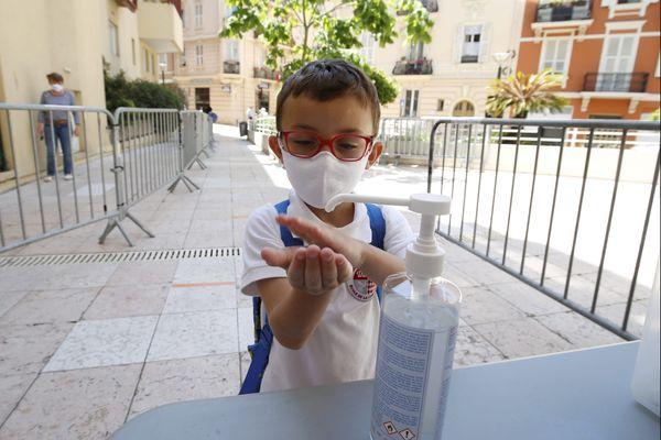 Le masque sera obligatoire à l'école dès l'âge de 6 ans, a annoncé le Premier ministre.