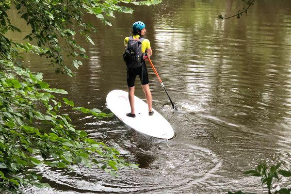 Nicolas Petitjean sur son stand up paddle