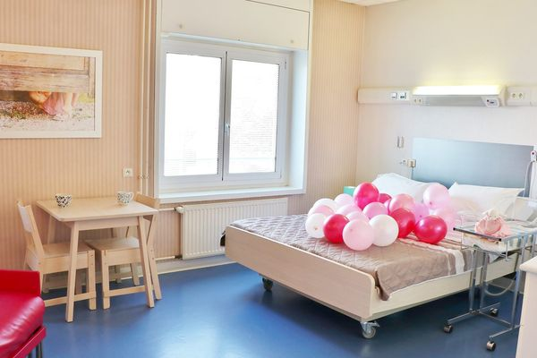 Deux lits doubles ont été installés au sein de la maternité du groupe hospitalier mutualiste de Grenoble.