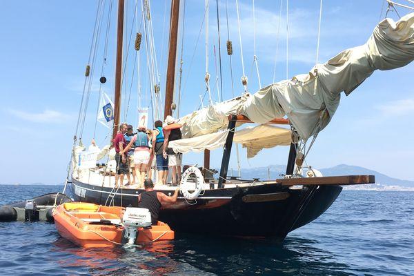 Ce samedi 29 juin, dans le cadre de la fête de la mer et des littoraux de Pietrosella, les curieux ont pu visiter la goélette « Il grande Zot ».