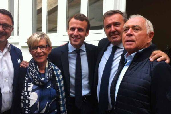 De droite à gauche : François Patriat, Jean-Claude Decombard, Emmanuel Macron, Danielle Juban et Didier Martin