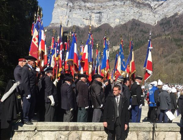 Les anciens combattants étaient au garde à vous pendant le discours du chef de l'Etat.