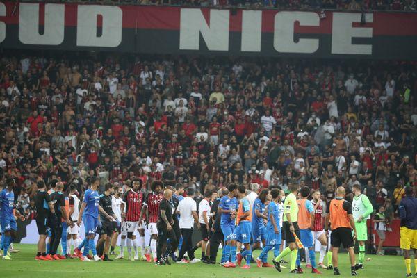 Cinq supporteurs niçois qui avaient envahi le terrain lors du match de Ligue 1 entre Nice et Marseille fin août et qui devaient comparaître lundi seront finalement jugés en février.