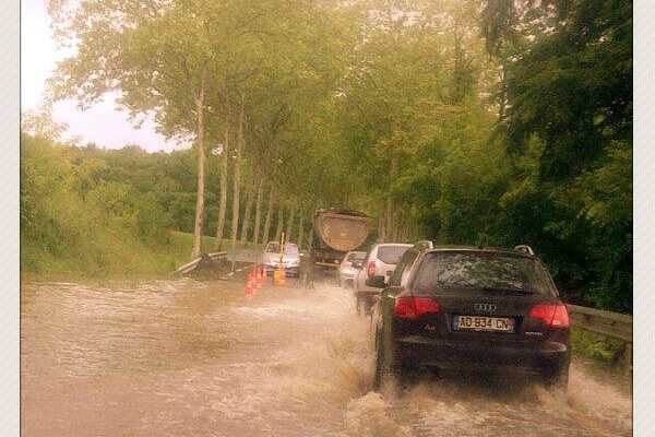 Route inondée dans le Tarn