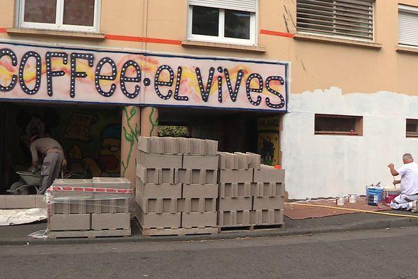 """Le """"coffee shop"""", point de vente de stupéfiants, se présentait ostensiblement dans la cité El Vivès, à Perpignan (Pyrénées-Orientales). Il a été muré le mardi 29 juin 2021."""
