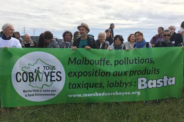 Partis ce matin de Fos, les marcheurs espèrent arriver à Paris fin juin.