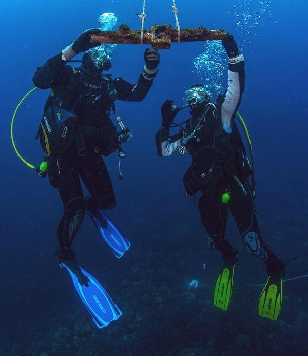 Le jas d'ancre vieux de plus de 2000 ans, remonté à la surface par les plongeurs de l'association Anao.