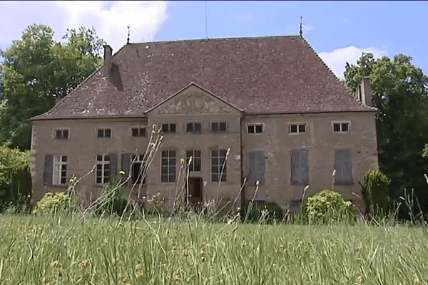 A Dolomieu, en Isère, le domaine de Buffières est la propriété de Saint-Fons depuis 1951.