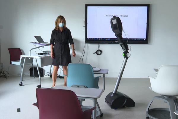 Caméra HD, son stéréo Haute Qualité, possibilité de sous-titrage... C'est Ubbo, le petit robot !