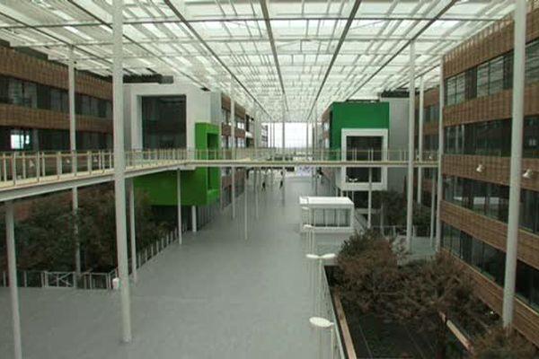 Pour les 50 ans du site de Ladoux, dans l'agglomération clermontoise, Michelin s'offre un nouveau centre de recherches et de développement.