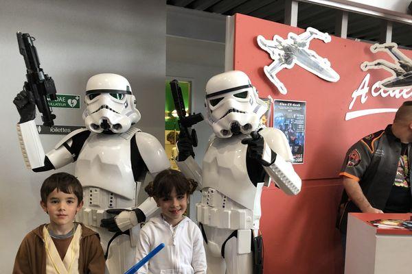 Tout le monde est venu déguisé à la convention Génération Star Wars à Cusset, dans l'Allier, dimanche 28 avril
