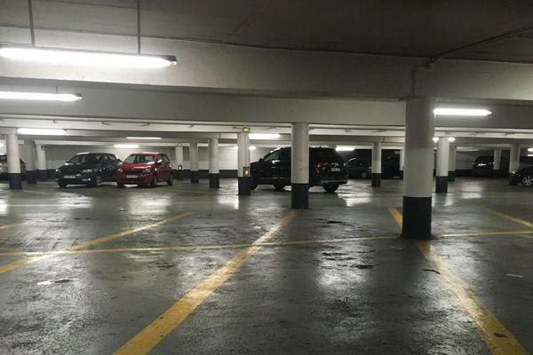 L'embarras du choix pour se stationner dans ce parking du centre-ville de Périgueux