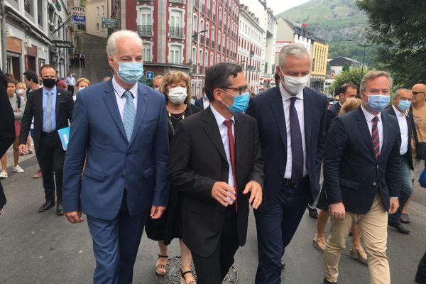"""Le ministre de l'économie constate que Lourdes a été """"particulièrement touchée par la crise"""" liée au coronavirus, avec le fermeture du sanctuaire où sont accueillis chaque année des milliers de pèlerins."""