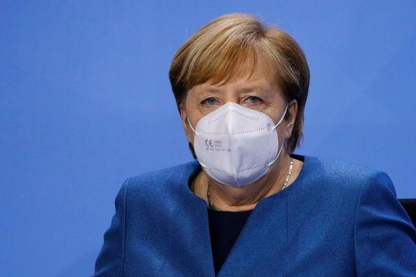 Angela Merkel va devoir jouer les prolongations comme chancelière en attendant que son successeur soit désigné.