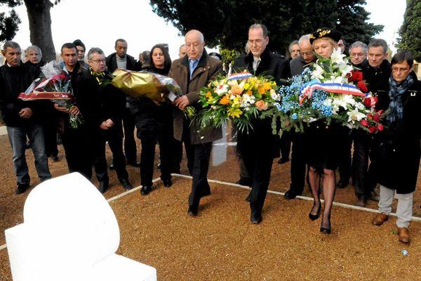 En 2012, cérémonie au cimetière Saint-Michel de Carcassonne en réaction à la profanation des tombes.