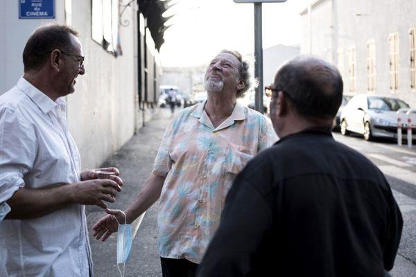 William Benedetto et Robert Guediguian devant l'Alhambra