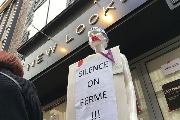 Rouen le 15 septembre 2018. Manifestation rue du Gros-Horloge devant le magasin New Look.