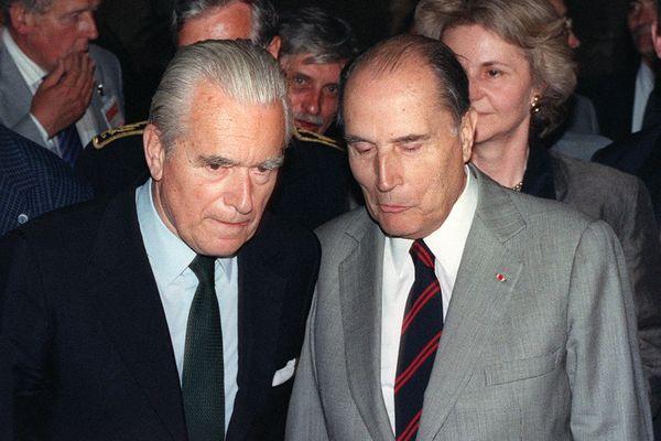 François Mitterrand et son ami Jacques Chaban-Delmas à Bordeaux le 7 mai 1990.