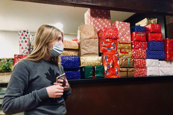 Les paquets cadeaux s'accumulent dans les points de récolte